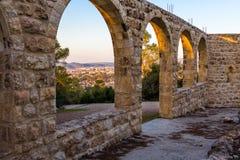 拜特贾迈勒修道院老曲拱城市视图 免版税图库摄影