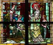 拜访一位患者(彩色玻璃)的耶稣基督 免版税库存照片