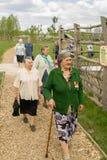 拜访世界大战2徒步旅行队公园的退伍军人在俄罗斯的卡卢加州地区 免版税库存照片