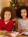 拟订做混合的族种的儿童圣诞节 免版税库存照片