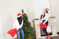 拟订圣诞节祝贺祝贺的穿戴的等礼品例证新年度 库存照片