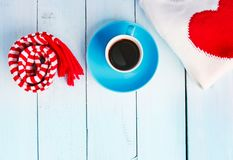 拟订我的投资组合对华伦泰欢迎 在木背景的Cofee杯子 库存图片
