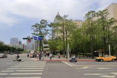 围拢台北市政府的都市风景 免版税库存图片