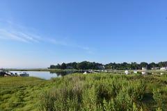 围拢在东南Massachusett的沼泽草Duxbury海湾 库存图片