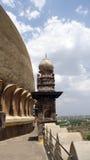 围拢在Bijapur卡纳塔克邦的Golgumbaz 免版税库存照片