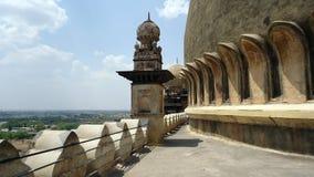 围拢在Bijapur卡纳塔克邦的Golgumbaz 图库摄影