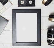 围拢由所有娱乐技术设备的照片框架 库存图片