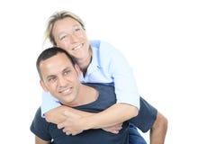 拥抱一对周道的夫妇-被隔绝在白色 免版税图库摄影