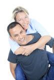 拥抱一对周道的夫妇-被隔绝在白色 库存照片