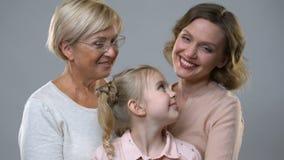 拥抱与母亲和老婆婆,儿童权利,好做父母的可爱的女孩 股票录像