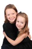 拥抱二个年轻人的女孩 免版税库存图片
