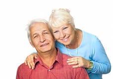 拥抱她的丈夫的资深妇女 免版税库存图片