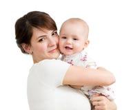 拥抱她的女儿子项的愉快的母亲查出 免版税库存照片