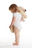 拥抱小的teddybear年轻人的女孩 库存照片