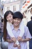 拥抱户外在北京的年轻异性爱夫妇画象  库存照片