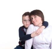 拥抱母亲儿子 免版税库存图片