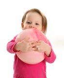 拥抱球的小女孩 库存图片