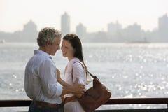 拥抱由河的富感情的夫妇 库存图片