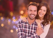 拥抱的夫妇画象反对数位引起的背景 免版税库存图片