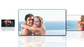 拥抱的愉快的夫妇在水中
