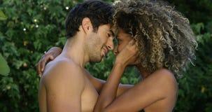 拥抱的浪漫夫妇 影视素材