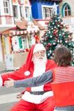 拥抱的男孩和圣诞老人 图库摄影