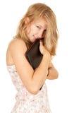 拥抱膝上型计算机的女孩小 免版税图库摄影