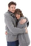 拥抱至彼此的爱恋的夫妇微笑 免版税库存照片