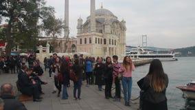 拥挤人民,伊斯坦布尔市,土耳其12月2016年, 股票视频