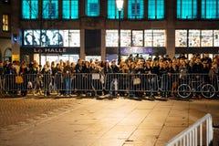 拥挤听讲话在史特拉斯堡的中心 免版税库存照片