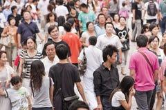 拥挤在南京路购物街道,上海,中国 库存照片
