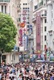 拥挤在南京路购物街道,上海,中国 图库摄影