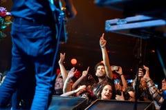 拥挤在燃料轻快舞曲(电子,恐怖、融合和佛拉明柯舞曲带)音乐会在Apolo (地点) 免版税库存照片
