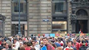 拥挤在维也纳市中心街道  免版税库存图片