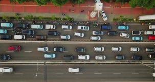 拥挤汽车在天桥路的高峰时间 股票视频