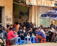 拥挤河内咖啡馆,越南 免版税库存图片