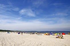 拥挤波儿地克的海滩在Swinoujscie 库存照片