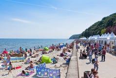 拥挤海滩在格丁尼亚,波罗的海,波兰 库存图片