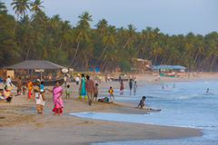 拥挤的中产阶级印第安游人Goa海滩 库存照片