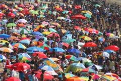 拥挤的海滩 免版税库存图片