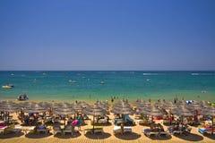拥挤的海滩beautifull 免版税库存照片