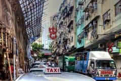 拥挤的街在一个老区在香港 库存照片