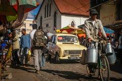 拥挤的街在安塔那那利佛 免版税库存照片