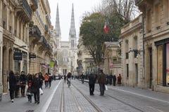 拥挤的街在红葡萄酒,法国 免版税库存照片