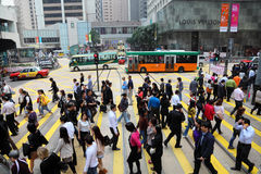 拥挤街道在香港 免版税库存图片