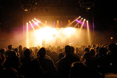 拥挤观看音乐会在圣米格尔火山Primavera声音节日 免版税库存图片