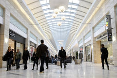 拥挤购物中心购物 库存照片