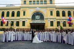 拥挤,西贡中央邮局,学生,新娘,旅行家 免版税库存照片