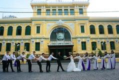 拥挤,西贡中央邮局,学生,新娘,旅行家 免版税库存图片