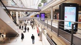 拥挤Gare du诺德慢动作的内部 股票视频